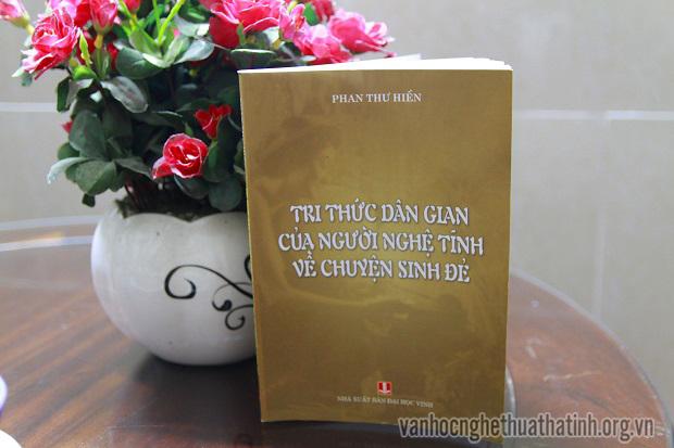Tập sách Tri thức dân gian của người Nghệ Tĩnh về chuyện sinh đẻ của tác giả Phan Thư Hiền