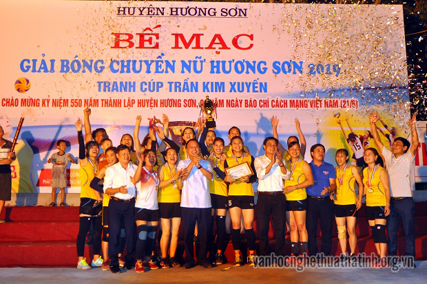 Bế mạc giải bóng chuyền nữ tranh cúp Trần Kim Xuyến lần thứ nhất