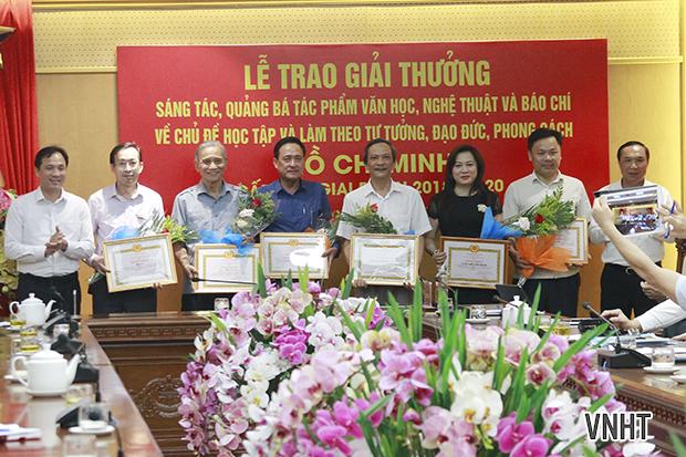 """Lễ trao giải thưởng sáng tác, quảng bá tác phẩm văn học, nghệ thuật và báo chí về chủ đề """" Học tập và làm theo tư tưởng, đạo đức, phong cách Hồ Chí Minh"""" cấp tỉnh đợt 2"""