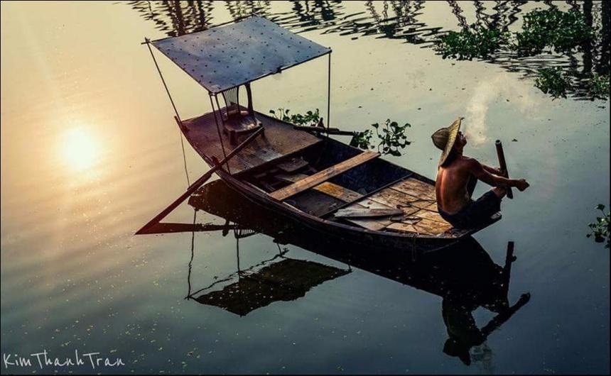 Một dòng sông lặng lẽ chảy giữa dòng đời