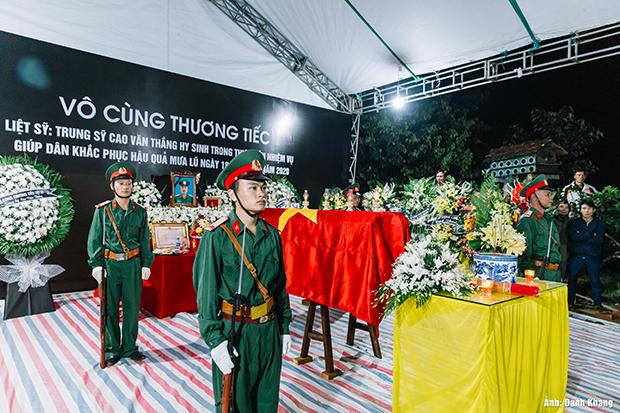 Xúc động ngày đón Liệt sĩ Cao Văn Thắng về đất mẹ