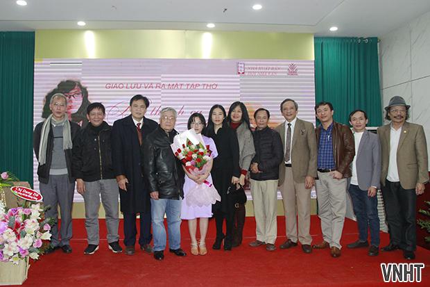 """Lễ ra mắt tập thơ """"Bài thánh ca cho anh"""" của tác giả Hương Giang"""